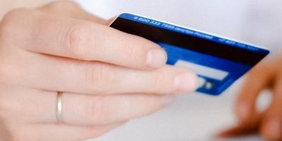 银行卡小技巧:邮政银行卡注销必须去银行吗 分情况对待